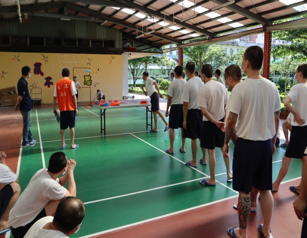 Taoyuan Prison held a recreational activity(flying disc accuracy competition) for its inmates to enhance their health and team spirit in June,2020.